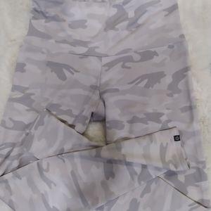 Onzie • mauve/ greyish camo high-waisted leggings